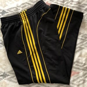 Men's Adidas sweatpants Medium.